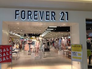 custom storefront signage with dimensional letters for Forever 21